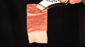 pinza con loncha de jamon cortado